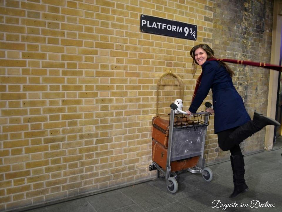 Plataforma 9 3/4 dos filmes e livros do Harry Potter.