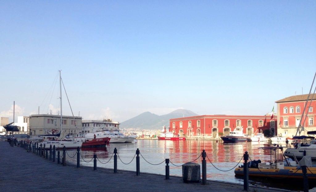 A charmosa costa marítima de Napoli
