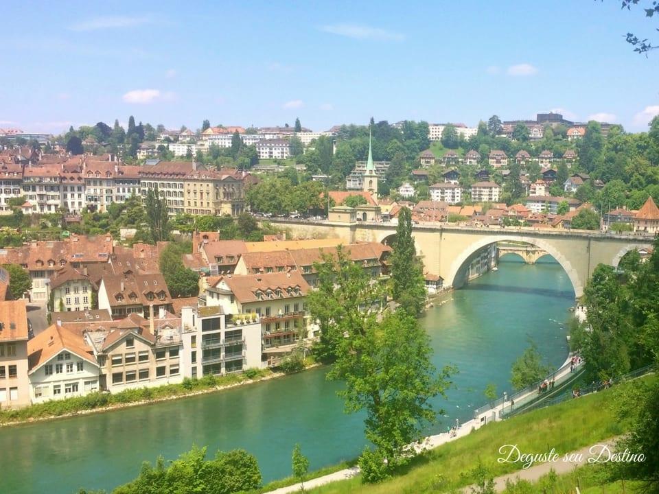O belo rio Aaar que corta a cidade de Berna.