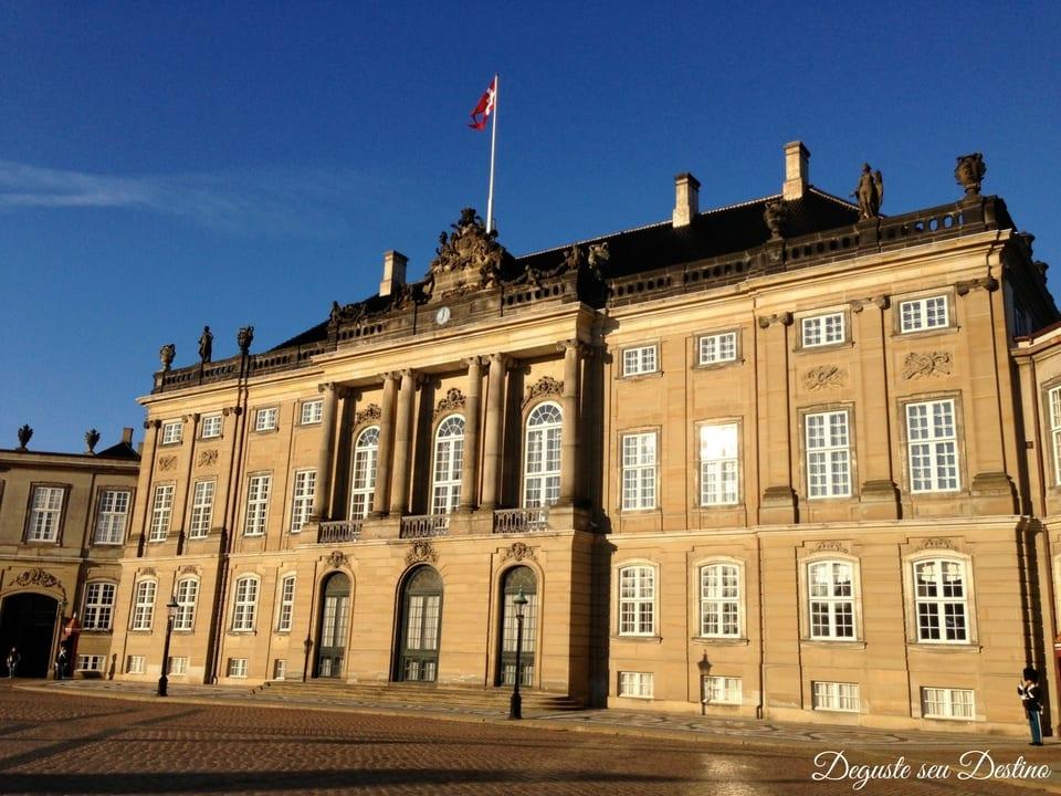 Amelienborg - local onde ocorre a troca da guarda real.