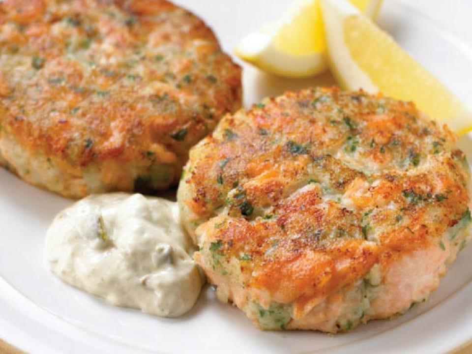Bolinho de salmão ou salmon fischcake. Foto: Cook Diary.